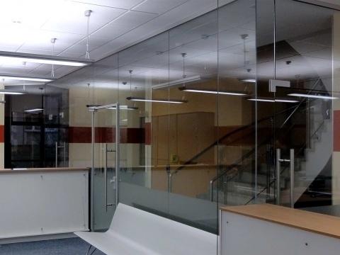 Glas-Buerotrennwand