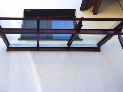 Glasvordach-Stahlkonstruktion