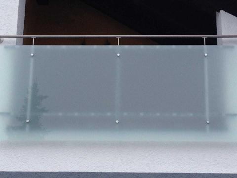 10-Glas-Bruestung