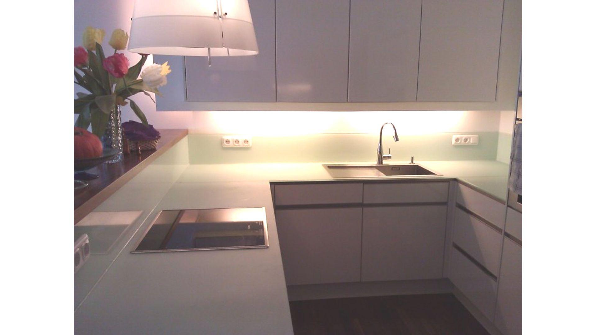 glasr ckwand als k chenr ckwand und f r duschenw nde glas voit gmbh glas voit gmbh. Black Bedroom Furniture Sets. Home Design Ideas