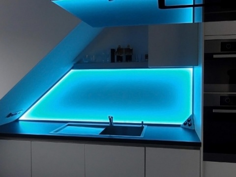 Glaskuechenrueckwand-Beleuchtet-Glas-Voit
